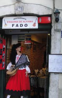 Small-Group Lisbon Sightseeing Tour with Fado Show and Dinner