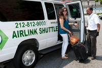 Shared Roundtrip Transfer: New York Airports and Manhattan Hotels