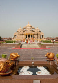 Spiritual Morning Walking Tour of Akshardham Temple and the Garden of India
