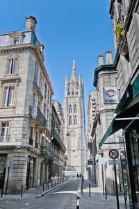 Bordeaux Super Saver: Gourmet Food Walking Tour with Lunch plus Médoc Wine Tasting