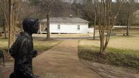 Tour of the Childhood Home of Elvis Presley