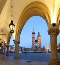 Small-Group Krakow Old Town Walking Tour Including Rynek Glówny and Kazimierz