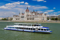 Budapest Sightseeing Cruise with Complimentary Coffee and Transfer