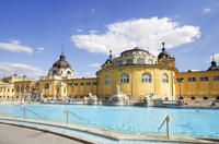 Budapest Super Saver: Private Entrance to Szchenyi Spa with Optional Massage plus Danube River Dinner Cruise
