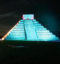 Chichen Itza by Night and Day: Archaeologist-Led Tour, Lunch and Light and Sound Show from Cancun