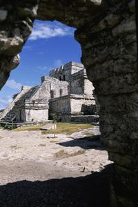 Private Tour: Early Access to Tulum with an Archaeologist and Xel-Há or Xcaret from Cancun