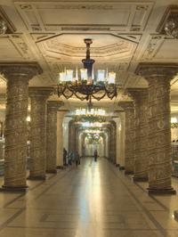 St Petersburg Shore Excursion: City Tour, Metro Stations and Lunch with a Local Family