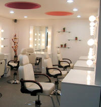 Korean Beauty Experience in Seoul: Makeup with Optional Hair Styling and Eyelash Extensions
