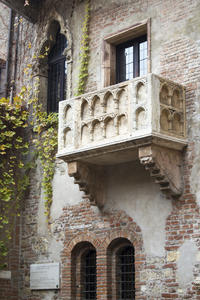 Verona Walking Tour: Verona Arena and Historical Centre