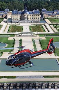 Vaux-le-Vicomte Evening Helicopter Tour from Paris With 3-Course Champagne Dinner