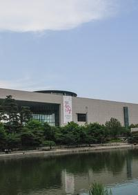 Guided Morning Tour in Seoul including the National Museum, Cheonggyecheon Stream and an Amethyst Factory