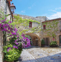 Private Tour: Medieval Towns and Dali Landscapes Day Trip from Barcelona