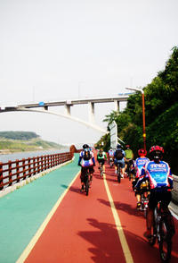 Seoul City Sightseeing by Bike and Foot
