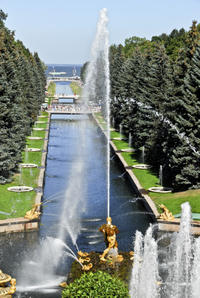 Small-Group Early Access Tour to Peterhof Grand Palace and Gardens from St Petersburg