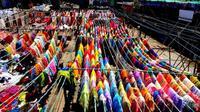 Private Half-Day Mumbai Local Train Ride and Dhobhi Ghat Tour