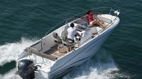 Rent a open-hull boat for up to 8 people in Saint-Tropez - License required