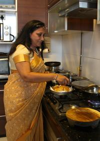 Private Mumbai Home Vegetarian Cooking Class with Crawford Market Visit and Lunch