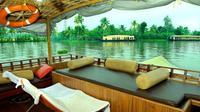 Private Tour: Overnight Kerala Premium Houseboat Backwater Tour in Alappuzha