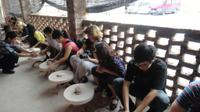 Bat Trang Ceramic Village and Van Phuc Silk Village Day Trip from Hanoi