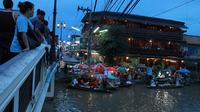 Private Tour: Amphawa Floating Market and Temples from Bangkok