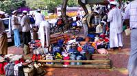 Private Half-Day Tour of Mahalaxmi Dhobi Ghat and the Dabbawallas in Mumbai