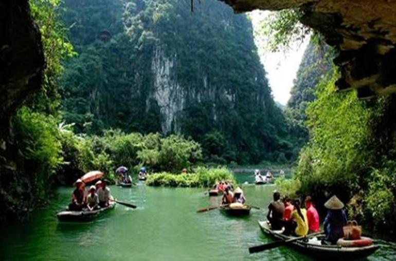 Hoa Lu Tam Coc Full-Day DELUXE Tour Including BUFFET LUNCH & River Boat Ride photo 29