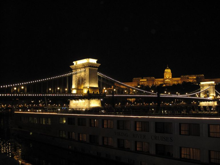 Budapest Evening Walking Tour with optional Danube River Cruise photo 15