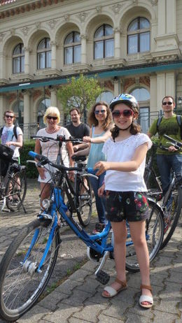 Three generations - Granny, my daughter and Grand daughter aged 8 who was very well attended to and looked after cycling in a busy city. Thank you. , T CROWLEY C - June 2015