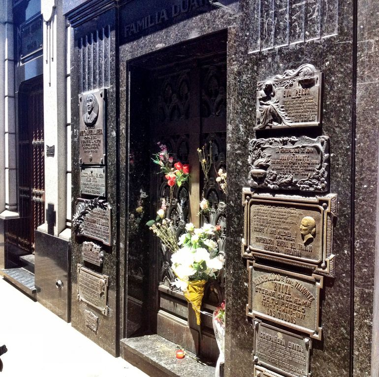 Recoleta Six-or-less-people Afternoon Walking Tour photo 12