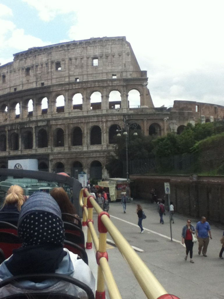 VIEW OF THE COLISEUM FROM BUS! - Rome