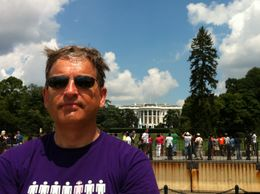 Me - in front of the White House , Frans vdB - August 2012