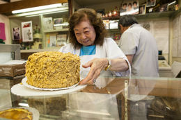 A beautiful cake in Japantown, Viator Insider - June 2014