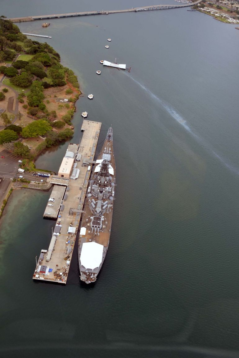 USS Missouri and USS Arizona memorial - Oahu
