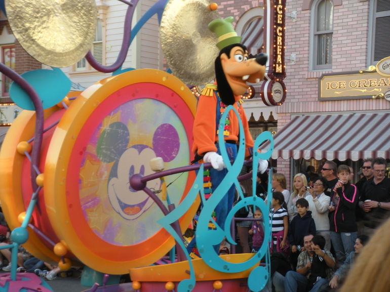Mickey's Soundsational Parade - Las Vegas