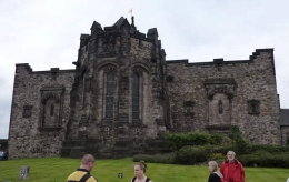 the Scottish National War Memorial outer wall. the entrance is from the Crown Square. the original barracks building from 18th century was adapted as a memorial early in the 20th century., Susan H - August 2010