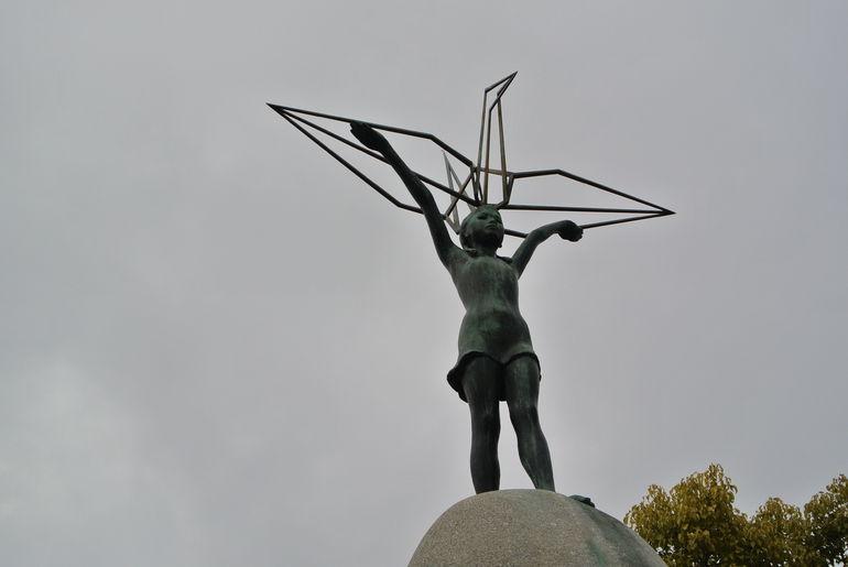 Sadoka Sasaki statue - Japan