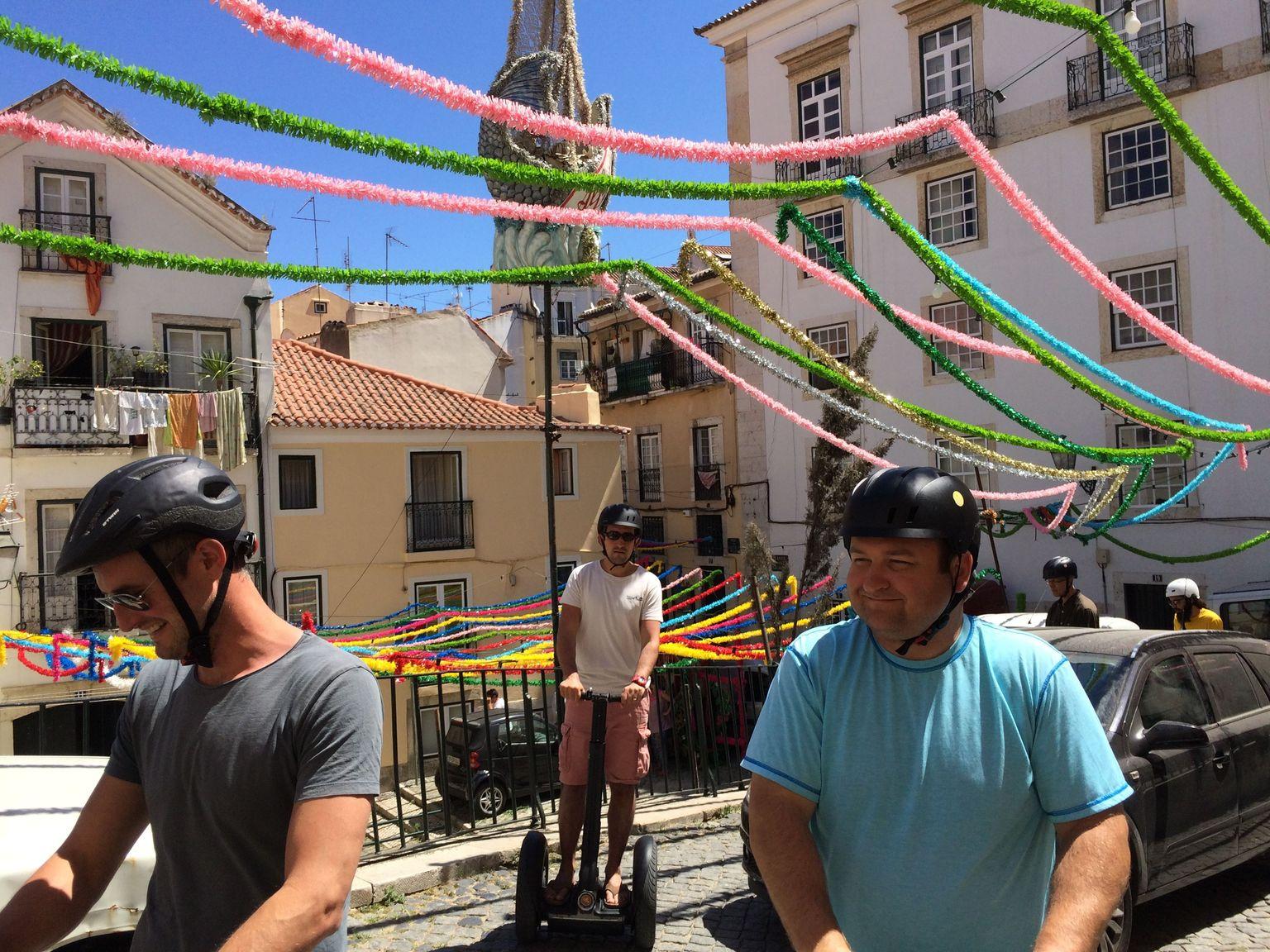 MÁS FOTOS, Excursión turística en pequeño grupo en Segway de Lisboa con degustación de comida