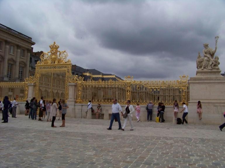 Entrance to palace - Paris
