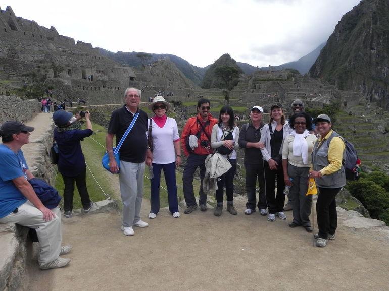 GRUPO DA GUIA AEDA, EM 16.05.2013 - Cusco