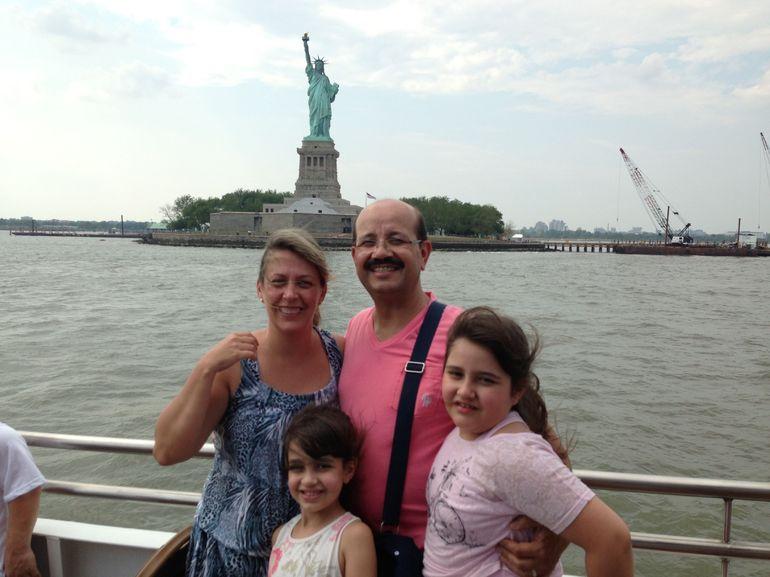 Minha fam�lia no passeio pr�ximo a Est�tua da Liberdade - New York City