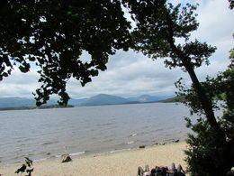 Loch Lomonds strand på väg upp till utkikspunkten. , Anne-Charlotte K - July 2013