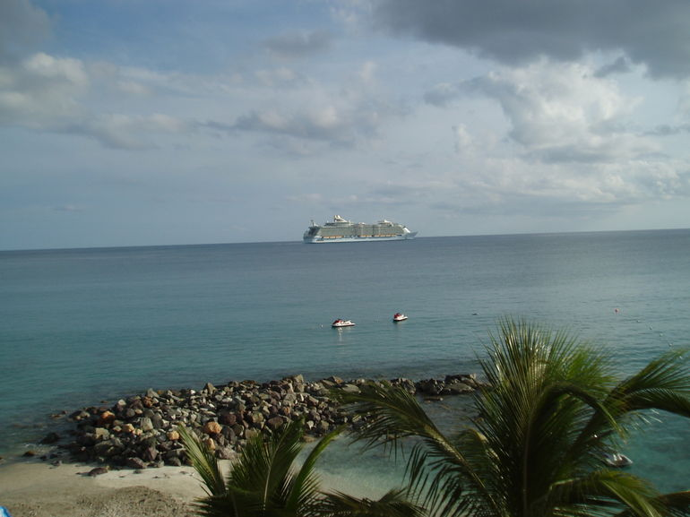 cruise ship leaving St. Maarten - Philipsburg