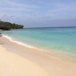 Isla Baru Beach , Kashma E - October 2015