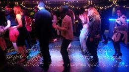 Um DJ muito legal animando a pista de dança após o jantar , RAPHAEL S - December 2014