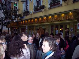The group is leaving the meeting point - The Oliver St John Gogarty Temple Bar - June 2011