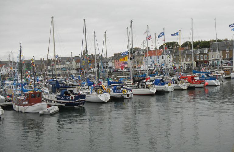 4i1-Anstruther harbor-regata time - Edinburgh