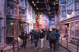 Life size sets. What fun walking the streets of Hogwarts. , Rod R - May 2016