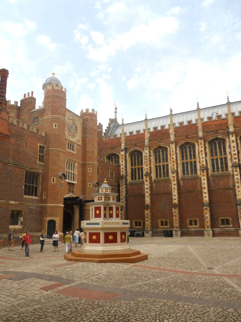 Hampton Court Palace - London