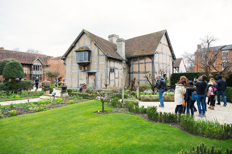 Oxford, Cotswolds, Stratford-upon-Avon and Warwick Castle Day Trip from London
