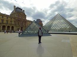 Louvre Pyramid , Hagman M - August 2017